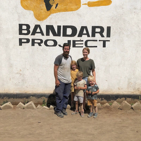 Volunteers - Australian family standing together at the Bandari project